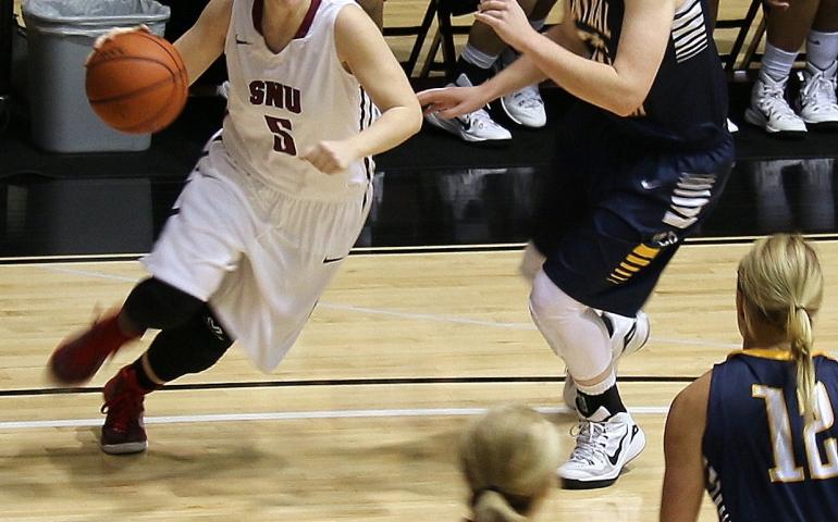 Women's Basketball Photos